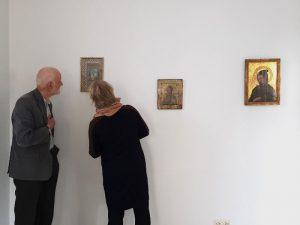 Vorstand besichtigt die neue Hängung der Sammlung